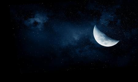 Lune romantique dans le ciel