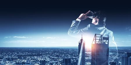 Experiencing virtual reality. Mixed media