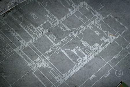 Planos de construcción en el piso