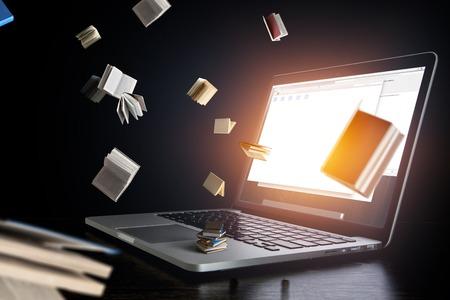 Ordinateur portable avec des livres. Technique mixte Banque d'images