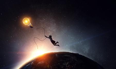Il a eu une idée lumineuse. Technique mixte