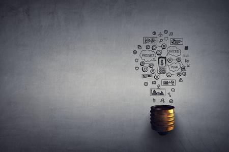 Glowing light bulb as symbol for success idea 版權商用圖片