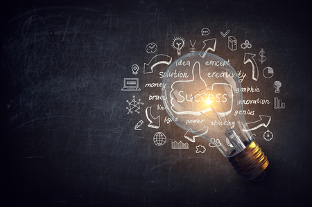 Glowing light bulb as symbol for success idea 스톡 콘텐츠