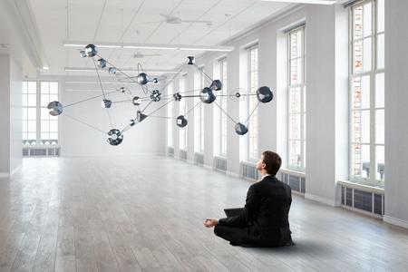 Das innere Gleichgewicht finden. Gemischte Medien Standard-Bild