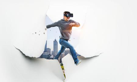 Expérience de réalité virtuelle, technologies du futur. Technique mixte