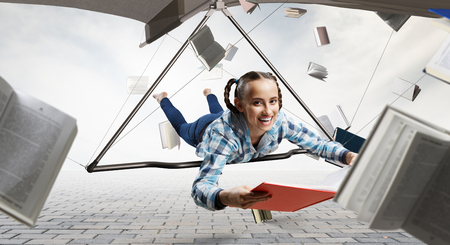 Young woman flying on hang glider. Mixed media 版權商用圖片 - 121614768