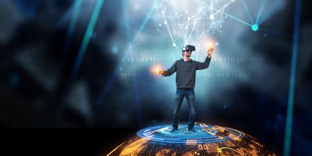 Experiencia de realidad virtual. Tecnologías del futuro. Técnica mixta