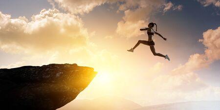 Jumping over precipice, challenge concept. Foto de archivo - 125256167