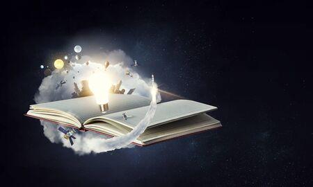 Cuaderno en blanco abierto sobre fondo de fantasía espacial