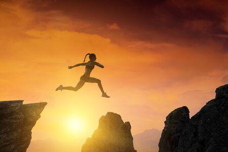 Jumping over precipice, challenge concept. Foto de archivo - 125852557