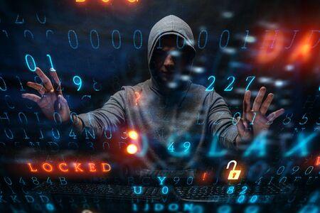 Hacker in hoodie dark theme Standard-Bild - 126255379