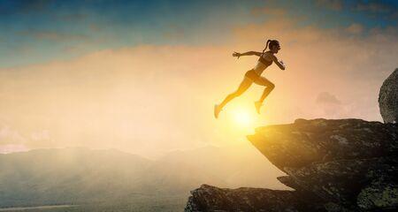 Jumping over precipice, challenge concept. Foto de archivo - 126255384