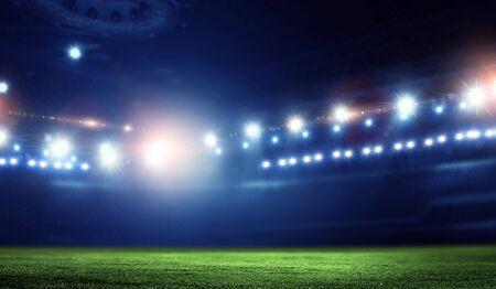 Arena de fútbol de noche vacía en luces