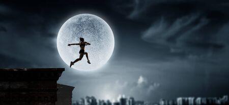 Jumping over precipice, challenge concept. Foto de archivo - 127831422