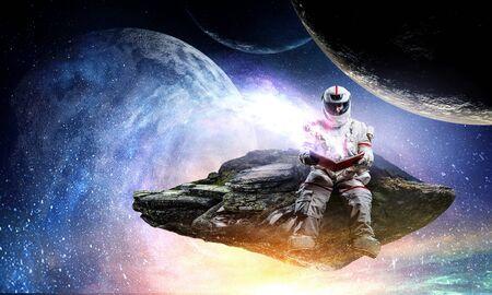 Astronauta y su misión. Técnica mixta