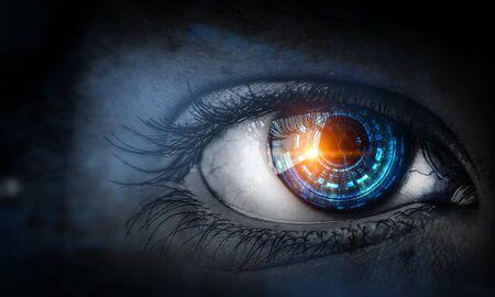 close-up van oog met blauwe digitale iris Stockfoto