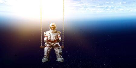 Spaceman et sa mission. Média mixtes