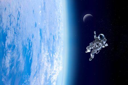 Explorando el espacio exterior. Técnica mixta