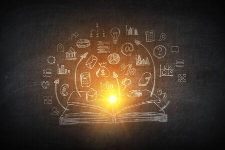 Betonwand mit Strategieskizzen für den Erfolg