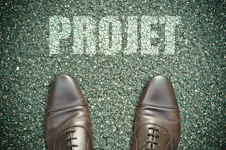 concept message on the road with feet - projet