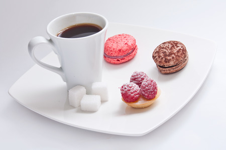 french pastry: Taza de caf� con pasteles franc�s Foto de archivo