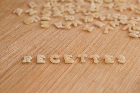 """Pâtes alphabet formant les """"recettes"""" du texte"""