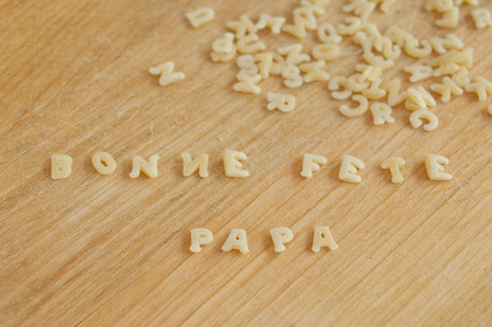 bonne: Pasta forming the text Bonne Fete papa - meaning Happy Fathers Day in French Stock Photo