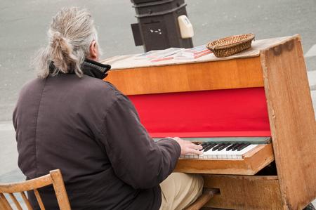 pianist: pianist in the street of Paris