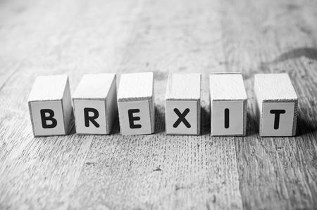 개념적 단어 나무 책상 배경에 큐브와 함께 형성 - Brexit 스톡 콘텐츠