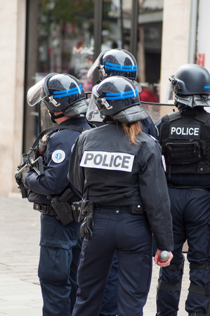 Mulhouse - France - 7 December 2018 - french policemen during the riot of high school students on the sidelines of the movement of yellow vests 版權商用圖片 - 113809588