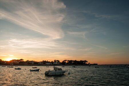vue des bateaux de pêche à st pierre de quiberon au coucher du soleil - Bretagne - France Banque d'images