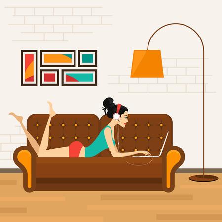 Menina bonita com o portátil no sofá Ilustração