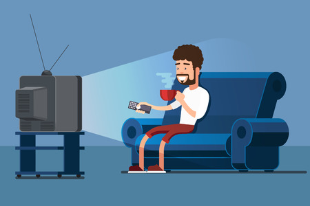 El hombre ve la TV en el sofá con la ilustración del vector de la taza de café. Para ver la televisión y tomar un café, relajarse en casa en el sofá