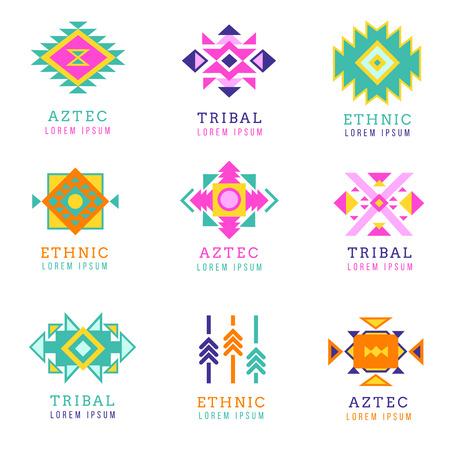 etnia: Azteca o apache motivo estilo logotipo conjunto. Etiquetas mexicanas nativas aisladas en el fondo blanco