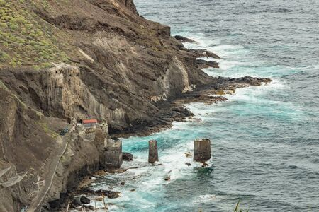 Pescante de Agulo. Agulo davit - Huge concrete piers for davit and the ruins of the old fishing port. Shot by Telephoto lens. La Gomera, Canary Islands, Spain. 스톡 콘텐츠