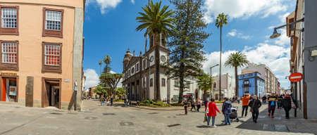 SAN CRISTOBAL DE LA LAGUNA, SPAIN - APRIL 7, 2019: Cathedral of San Cristobal de la Laguna. Tourists and locals walk along the numerous pedestrian streets. Super wide panorama. Redakční