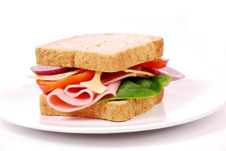 jamon y queso: Sándwich de jamón saludable con queso, tomates en el fondo blanco Foto de archivo