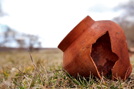 clay pot: Ancient clayAncient clay pot is split in the field. Tile age-old abandoned. Clay pot is broken pot is split in the field. Tile age-old abandoned. Clay pot is broken