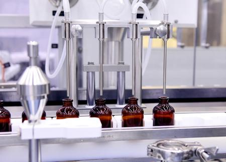 L'embouteillage et l'emballage des produits médicaux stériles. Machine après validation de liquides stériles. Fabrication de la médecine de contrôle pharmaceuticals.Laser. équipement de précision Ultra. Création de médicaments. Insuline.
