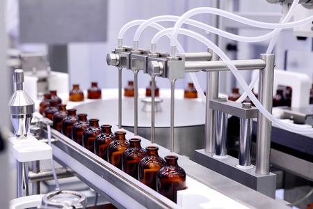 Bottelen en verpakken van steriele medische producten. Machine na validatie van steriele vloeistoffen. Vervaardiging van pharmaceuticals.Laser controle geneeskunde. Ultra precisie-apparatuur. Creëren drugs. Insuline.