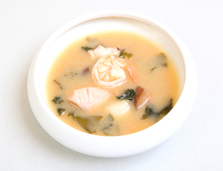 Japanese soup with shrimps. Delicious healthy food for health. Dietary soup with seafood. Imagens