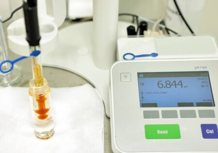 A chemist conducts a study of the stiffness of the solution. Laboratory PH measurement. A device for measuring PH chemically. Modern equipment for pharmaceutical production. A scientist is conducting an experiment.