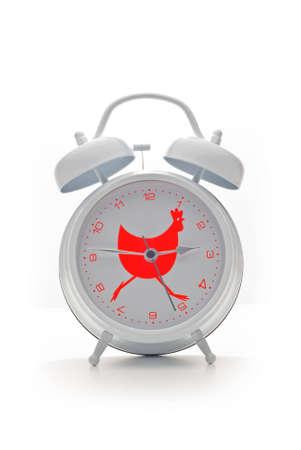 Witte oogst alarm klok met rode Haan ontwerp geïsoleerd op witte achtergrond