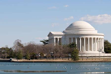 jefferson: Thomas Jefferson memorial in Washington DC, side view across the Tidal Basin