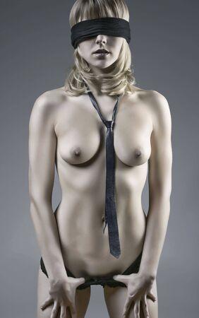 Sinnlich Photo Of A Nude mit verbundenen Augen Blond Woman