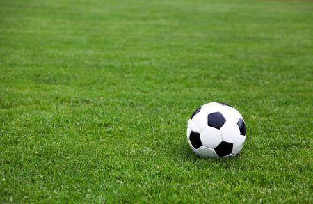soccerfield: Foto van een Soccer Ball Op Stadion Veld Stockfoto