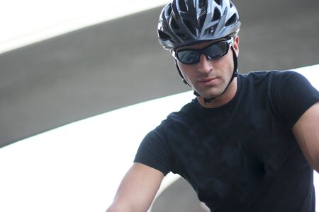 Photo Of A Cyclist Man With Sunglasses And Helmet Standard-Bild