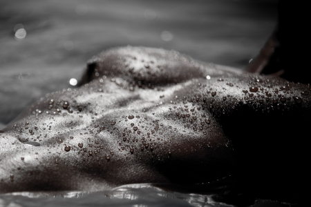 Monotone Bodyscape Photo Of A Mans Abdomens And Pectorals Covered With Water Drops And Shining