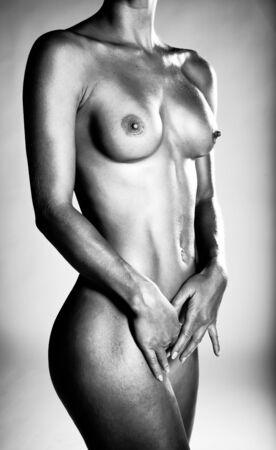 Bild einer schönen nackten Frau In monochromen Standing