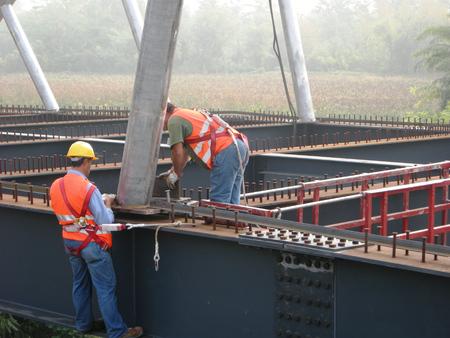 Construction of a superior steel arch bridge